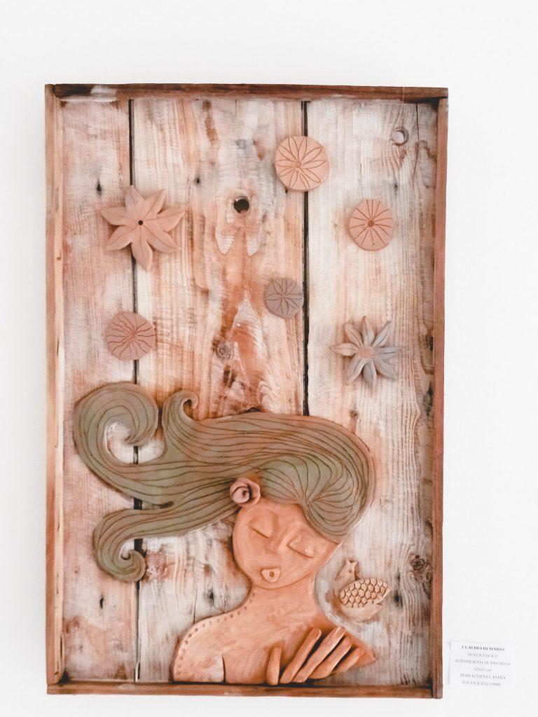 pannello in legno e terracotta